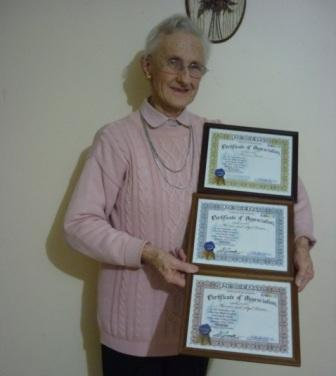 Marion Hume presenting her UN Certificate of Appreciation